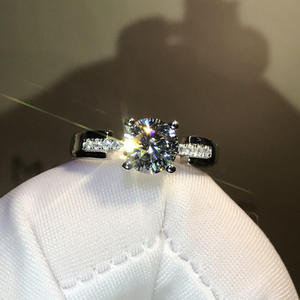 Moissanite-Ring Enga...
