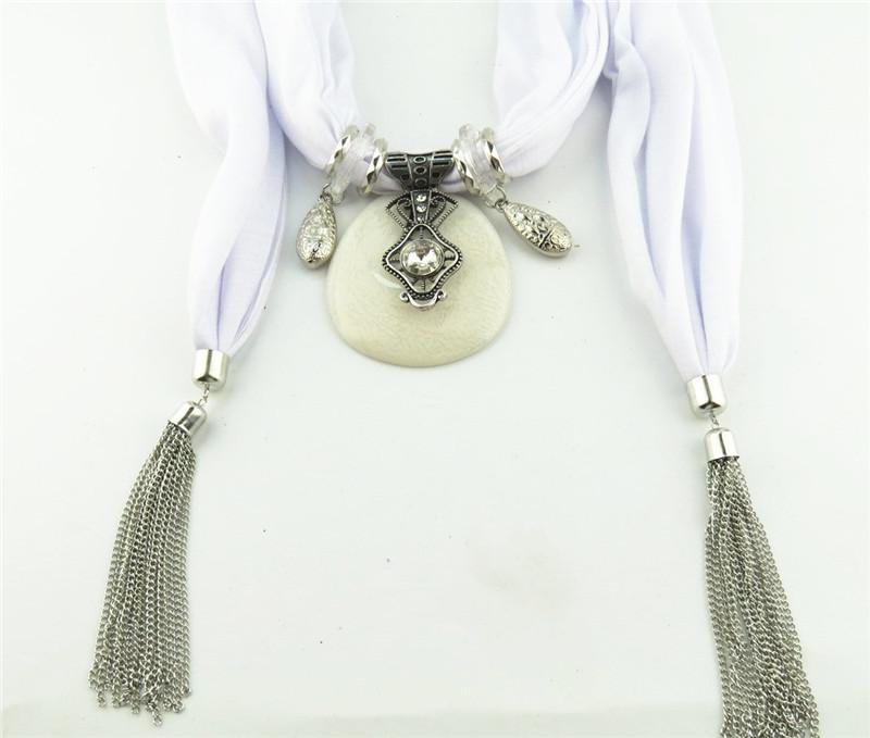 Collier foulard avec franges bijoux  | OkO-OkO