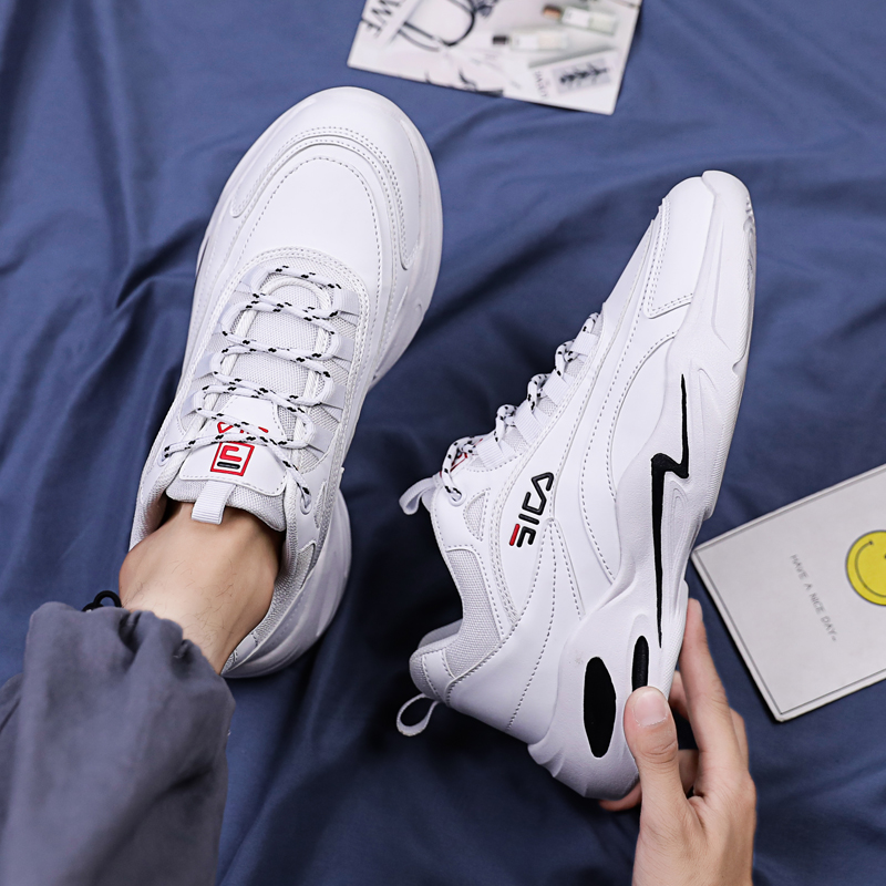Free Delivery Men Chuny Triple Walking Shoes Off Color White Sneakers Disruptor 2 Outdoor Sports Nyfw Designer Man Trainers