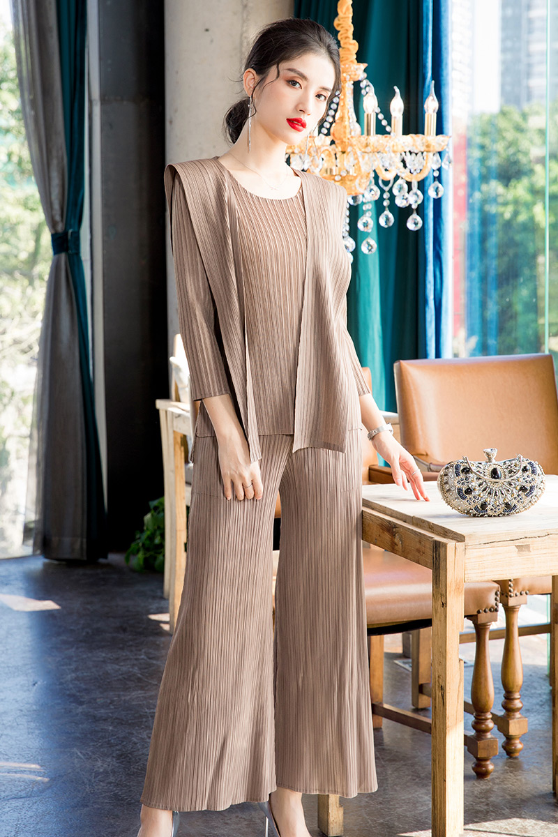 Plus Size Pant Suits 2020 Women Spring Summer Elastic Miyake Pleated Three Quarter Sleeve Top + Wide Leg Pants Two Piece Set