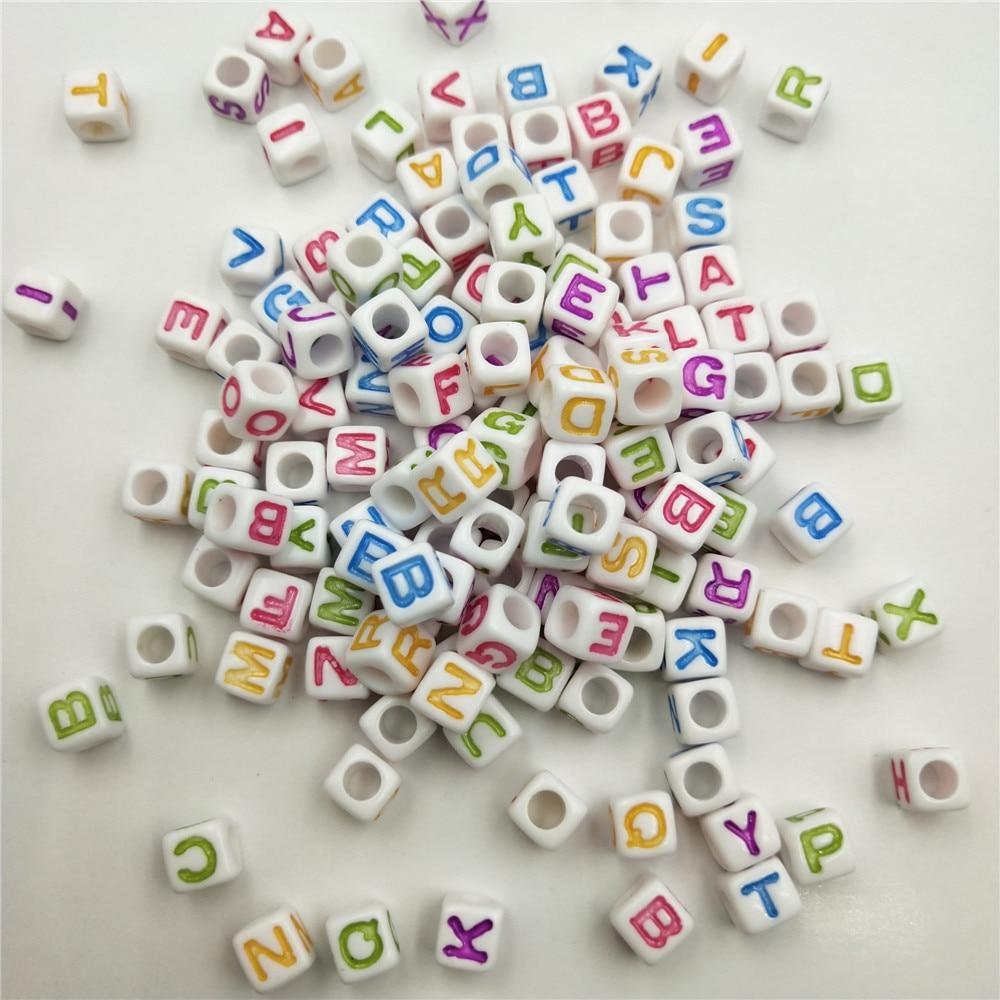 100Pcs A-Z Letras Cubo Abalorios acrílicos para la fabricación de pulseras encantos collar de regalo