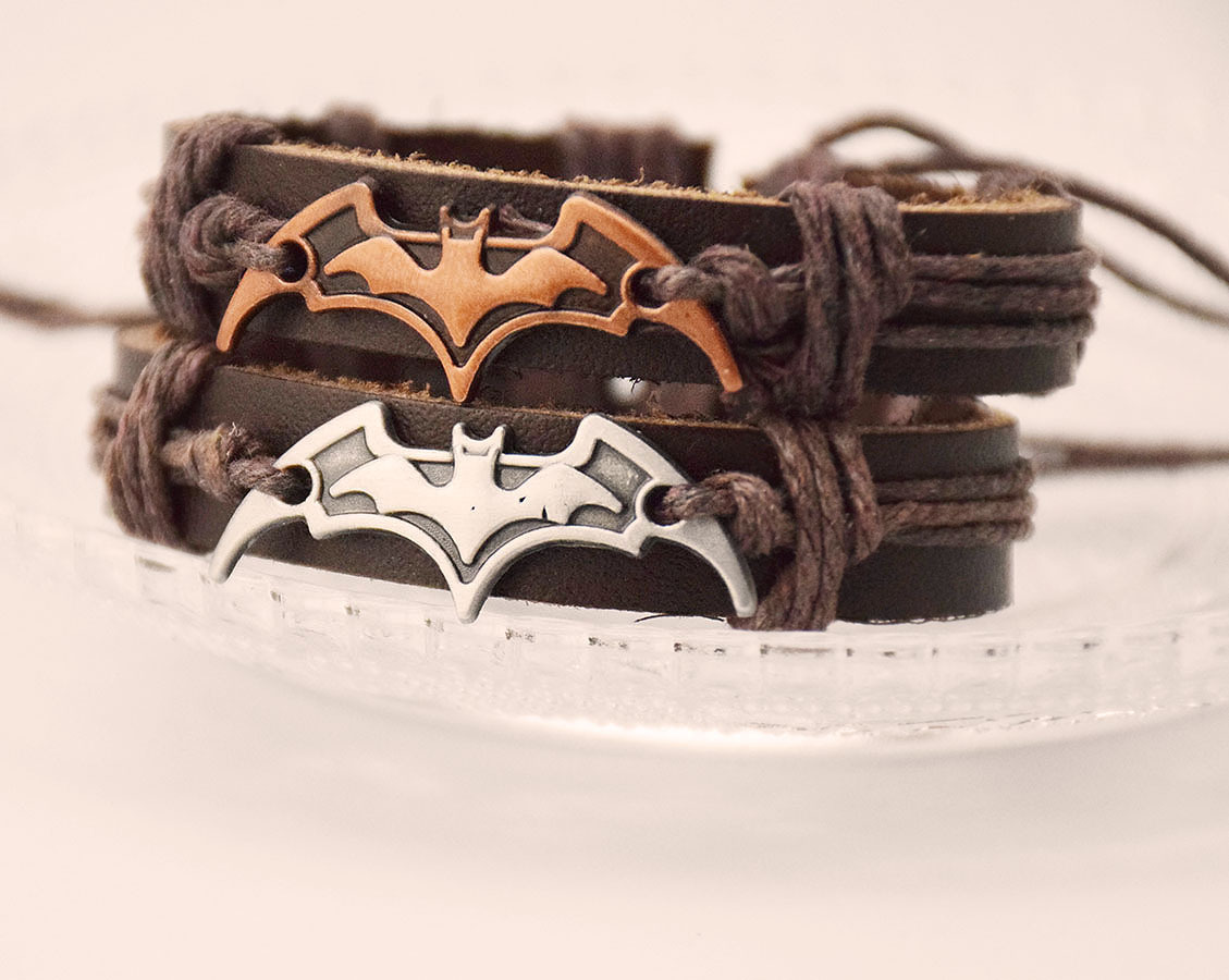 Pulseira de Couro Batman e Detalhe em Corda