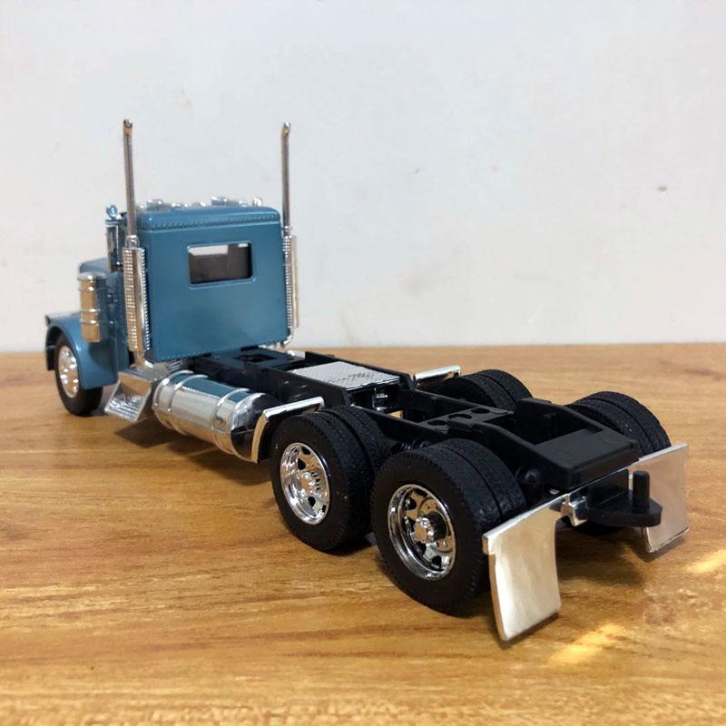 Peterbilt Truck (4)