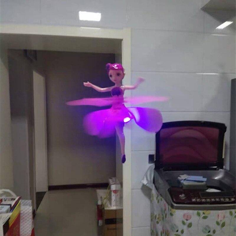 Fée magique volante lumineuse