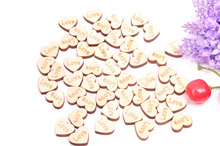 50pcs/pack wood heart shape Confetti JUST MARRIED/LOVE/MR&MRS Wooden props wedding supplies Button Unique Guestbook buckle