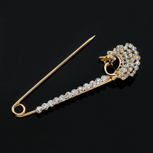 Luxury Rhinestone  Scarf Clip Brooches   For Women Vintage Antique Gold  Peacock Brooch Pin Brooches Jewelry Garment Decoration