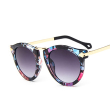 New 2017 Blue Flower Sun Glasses Women Fashion Arrows Retro Sunglasses Woman Casual Round Sunglasses For Girl