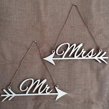 1Pair New Photography Prop letter MR&MRS Wood Directional Arrow Board Wedding Sign Directional Signs Reception decoration