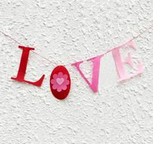 1Pcs New Thick Non-woven Fabric Felt LOVE Heart Customize Banner Garland Photo Shoot Prop Valentine Day Decor(China)