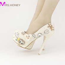 2016 New Designer Luxurious Pearl Crystal Wedding Shoes Custom Made White Ivory Bridal Shoes Valentine's Day Love Shape Pumps