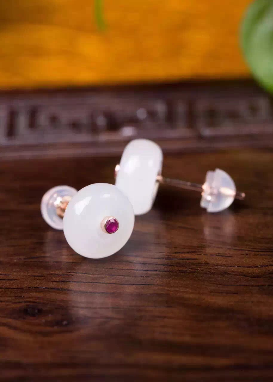 special price 18k rose gold certificated 9 to 9.5mm white jade and ruby earrings(China (Mainland))