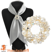 High quality!Korean fashion wholesale cheap round brooch yellow gold rhinestone pearl brooch dual purpose scarf clip for women