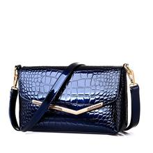 2017 New brand women messenger bags crocodile pattern patent leather handbag female small shoulder bags envelope clutch zs710