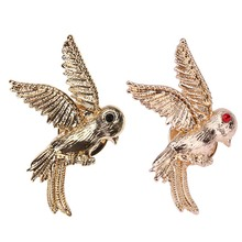 Freedom Flying Bird Brooches Crystal Mini Cute Brooch Pins Clips Scarf Collar Pins Black Red Eyes Accessories Christmas Gift