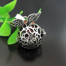 GraceAngie 1pcs Creative Angel Wings Round Pendant  Fragrance Essential Oil Aromatherapy Diffuser Charms Necklace Accessory