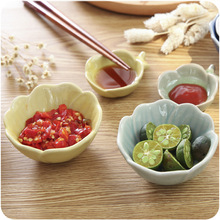 Creative Kitchen Supplies Japanese Ceramic Seasoning Small Bowl Home Restaurant with Seasoning Dish Three Kinds of Flowers Looks