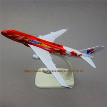 FANNIYA 16cm  Metal Red Flower Air Malaysia Airlines Boeing B747 400 Airways Plane Model Airplane Model w Stand Aircraft