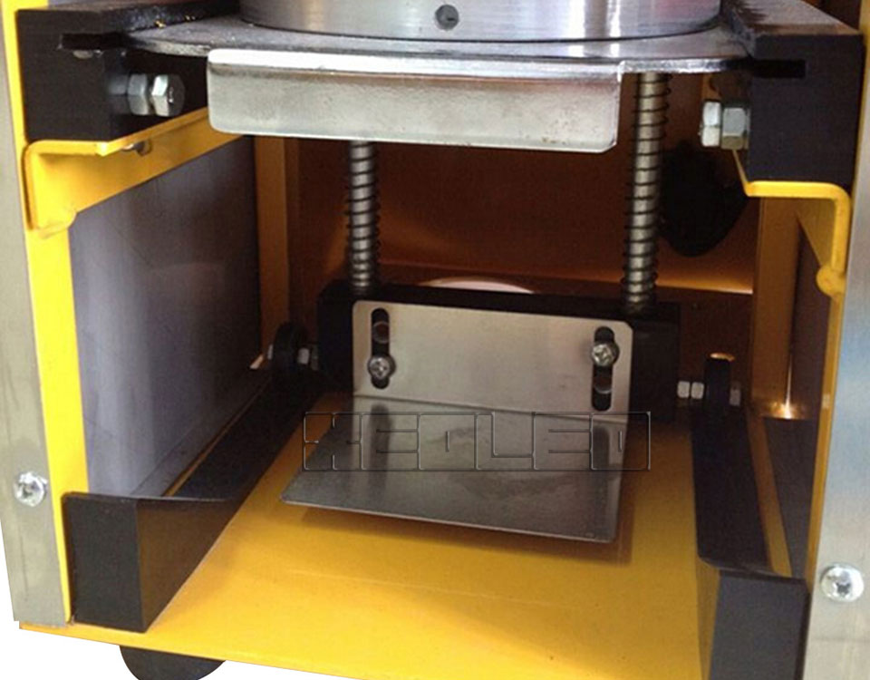Automatic Cup Sealing Machine (5)