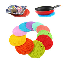 Durable Honeycomb Silicone Round Non slip Heat Resistant Place Mat Coaster Cushion Placemat Pot Holder Random Color 1PC