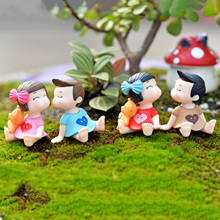 Hot 4pcs/1set Sweety Lovers Couple Figurines Miniatures Fairy Garden Gnome Moss Terrariums Resin Crafts Decoration Accessories(China)