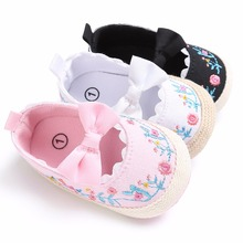 Puseky 2017 Toddler Newborn Baby Crib Shoes Bow Embroidery Princess Baby Soft Sole Anti-Slip Prewalker For Baby Girls First Walk(China)