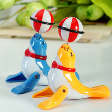 Cute Wind Up Children Toy Clockwork Dolphin Sea Lion Wind-up Toy Ball for Children Random Colors(China)