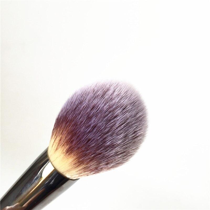 IT COSMETICS and Ball Powder Brush #8 _3