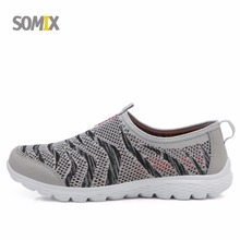 Somix 2017 Summer Mesh (Air mesh) Breathable Lightweight Running Shoes Sport Shoes Men Sneakers Men Comfortable Walking Shoes