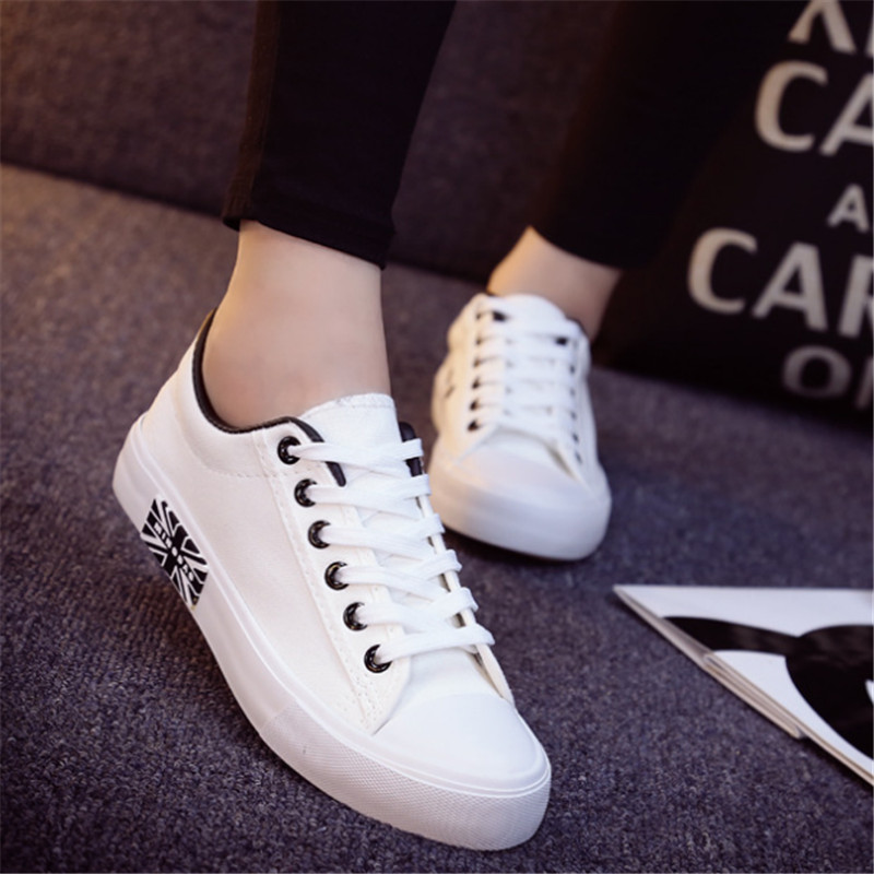 New Men couples shoes White Couple Canvas flat shoes fashion casual Walking shoes student Board shoes chaussure femme size 35-43<br><br>Aliexpress