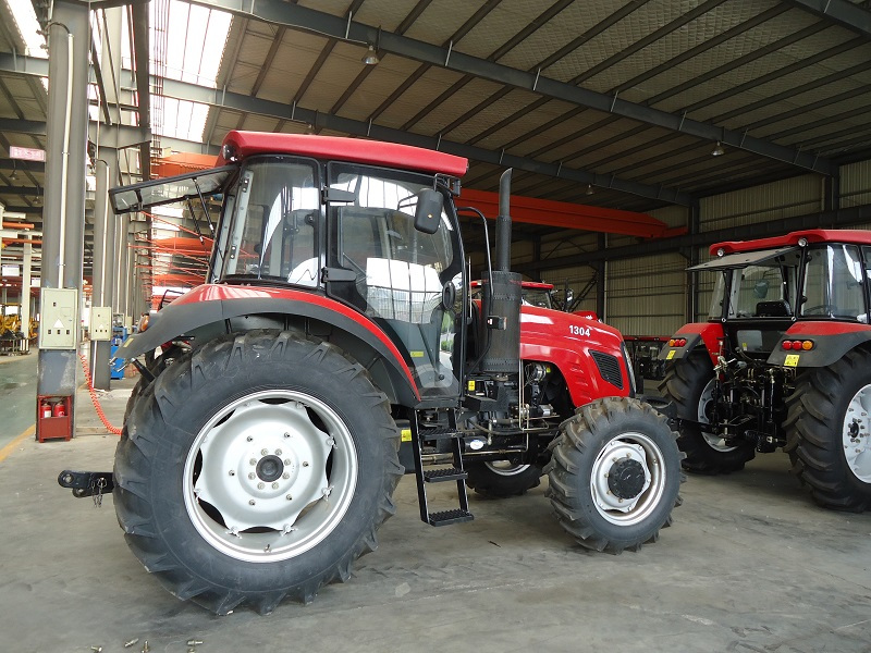 130hp 4wd tractor  (10)