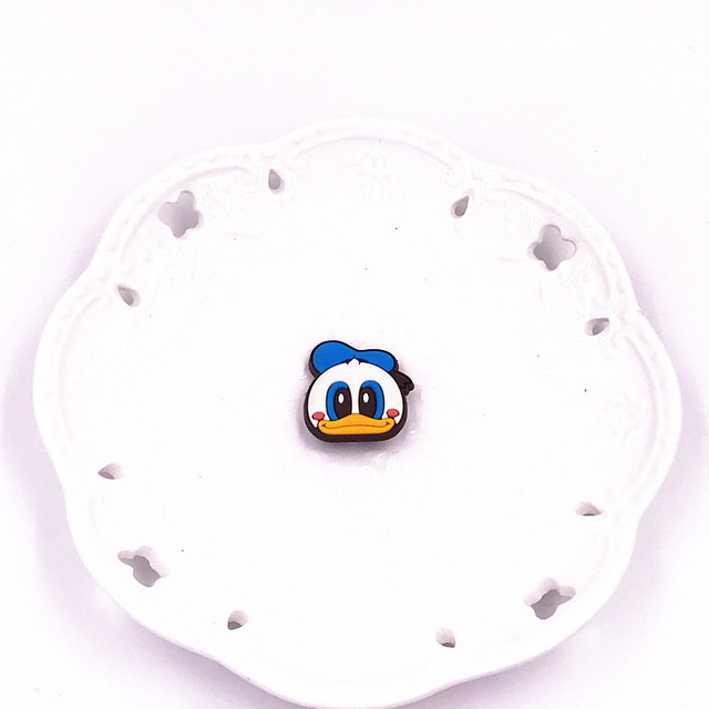 1PCS-Cute-Bear-Dog-Mickey-Minnie-Badges-Pin-Kawaii-Cartoon-Icon-Badges-Buttons-Pins-Badges-Bags.jpg_640x640 (8)