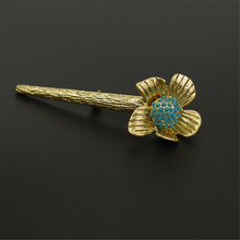 Europe and the United States antique jewelry flower brooch brooches female pin enamel gold texture temperament is exaggerated