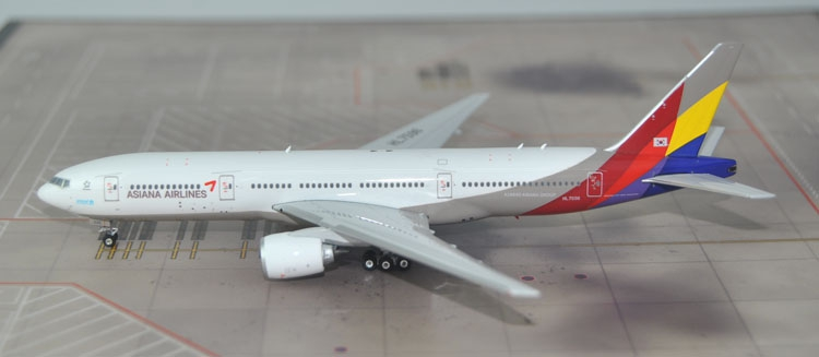 New products Phoenix 1: 400 11313 Asiana Airlines B777-200ER HL7596 Alloy passenger aircraft model Collection model(China (Mainland))