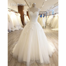 Keyhole Back Ball Gown Wedding Dress Tulle Layer Lace Appliqued Beaded Bridal  Gown 2018 New a91e524cfcc8