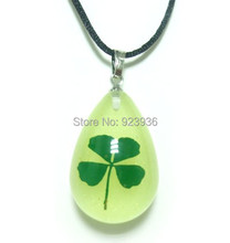 FREE SHIPPING St. Patrick's Day Real Shamrock 8 PCS Four Leaf Lucky Clover Pendant Glow Drop In The Drak Present High Quality(China)
