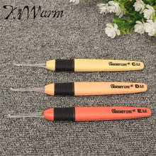 KiWarm 3Pcs Led Light Up Crochet Lite Hook Set Knitting Needles Weave sewing tool Sizes 2.5/3.0/3.5mm Batteries Included
