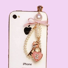 1Pcs 3.5mm Cute Pearl chain Mickey and lovely heart Design Mobile Phone Ear Cap Dust Plug