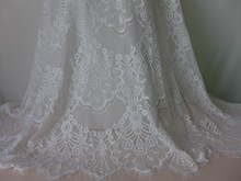 3 meters/lot Retro Embroidery Scalloped Off White Eyelash Lace Fabric Sell By The Yard For Curtains, Mosquito Net, Table Runner