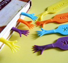 4 pcs/lot 'Help Me' Colorful hands design Bookmarks set plastic novelty Item creative gift for kids chidren free shipping 01427(China)