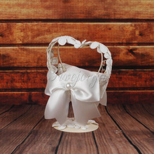 Fashion Wedding Ring Pillow With Heart Shape Metal Frame White Lace Flowers Table Holder Ring Bearer Ring Cushion Wedding Decor