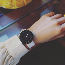 Features Retro Women Watches 2017 New Fashion No scale Creative Quartz Watch Casual Personality Wristwatches with Leather Band