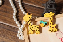 X132 Cartoon Cute Animal Giraffe Bee Natural Wood Brooch Pins Safety Pins Jeans Bag Decoration Brooches Gift Wholesale TLW