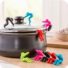 2PCS Multifunction Creative Cooking Tools Kitchen Gadgets Pot Clips Silicone Prevents Spill Soup Overflowing 5ZCF411(China)