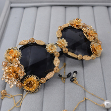 2017 Luxury Gold Sunglasses Women Brand with Purl Celebrity Female Sun glasses For Ladies Party Shades Diamond Flower Goggles