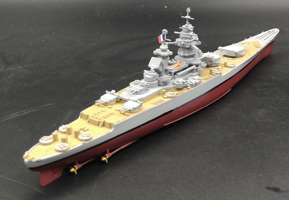 Value rare AMER 1: 1000 World War II France Richelieu Battleship Model Warship world Alloy warship model Collection model(China (Mainland))
