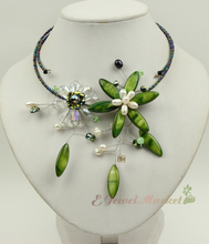 N13090741 green MOP shell crystal FW pearl flower necklace