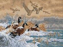 Высочайшее Качество Прекрасный Счетный Крест Kit Место Зимой Полета Дикая Утка Утка Лебединое Животных Животных Снег Озеро dim 35205(China)