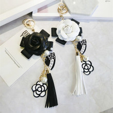 2017 Famous Brand Keyring Black White Leather Camellia Flower Keychain Women Fashion Flower Key Chains llaveros flore Bag Charms