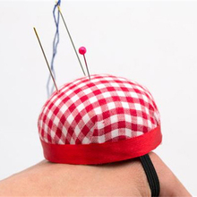 Red Plaid Cross Stitch Needle Sewing Pin Cushion Button Wrist Strap Holder Home Tailors Safety Craft Tool NB0300