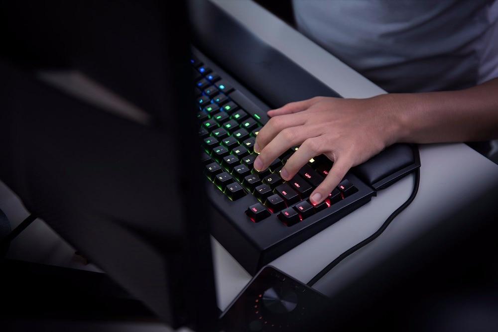 Razer-BlackWidow-Chroma-V2-Mechanical-Keyboard